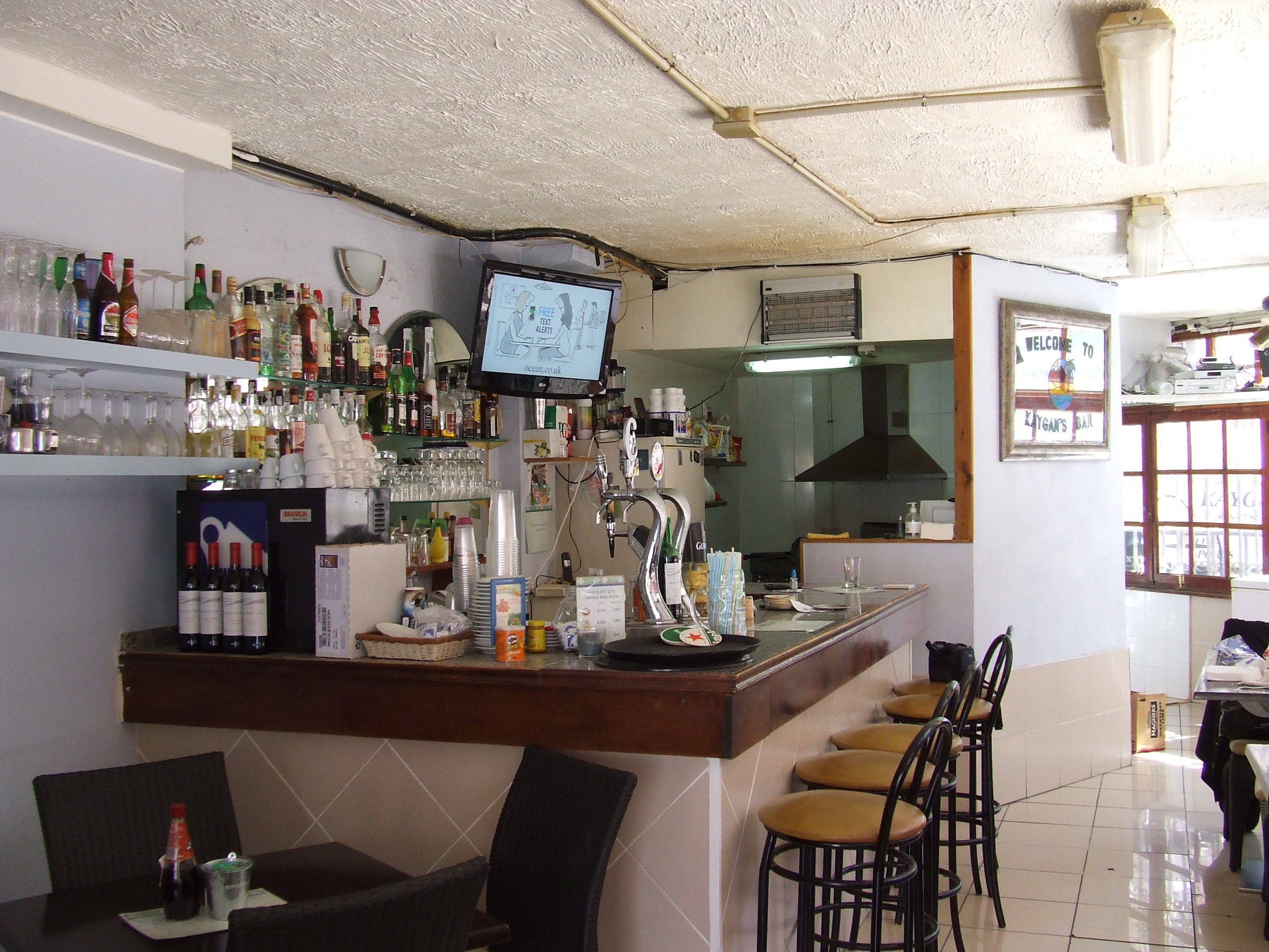 Tenerife | Business For Sale | Popular Pool Bar | €65.000