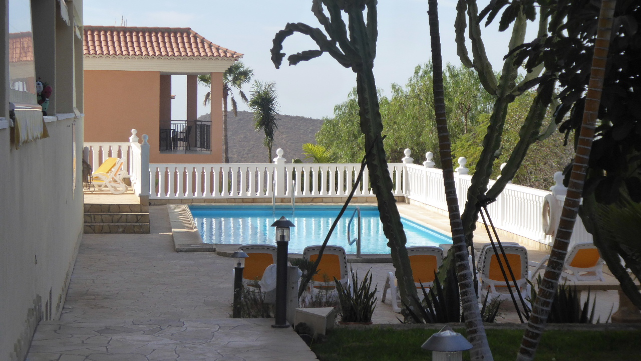 2 Bed Apartment Chayofa Park Tenerife €215.000