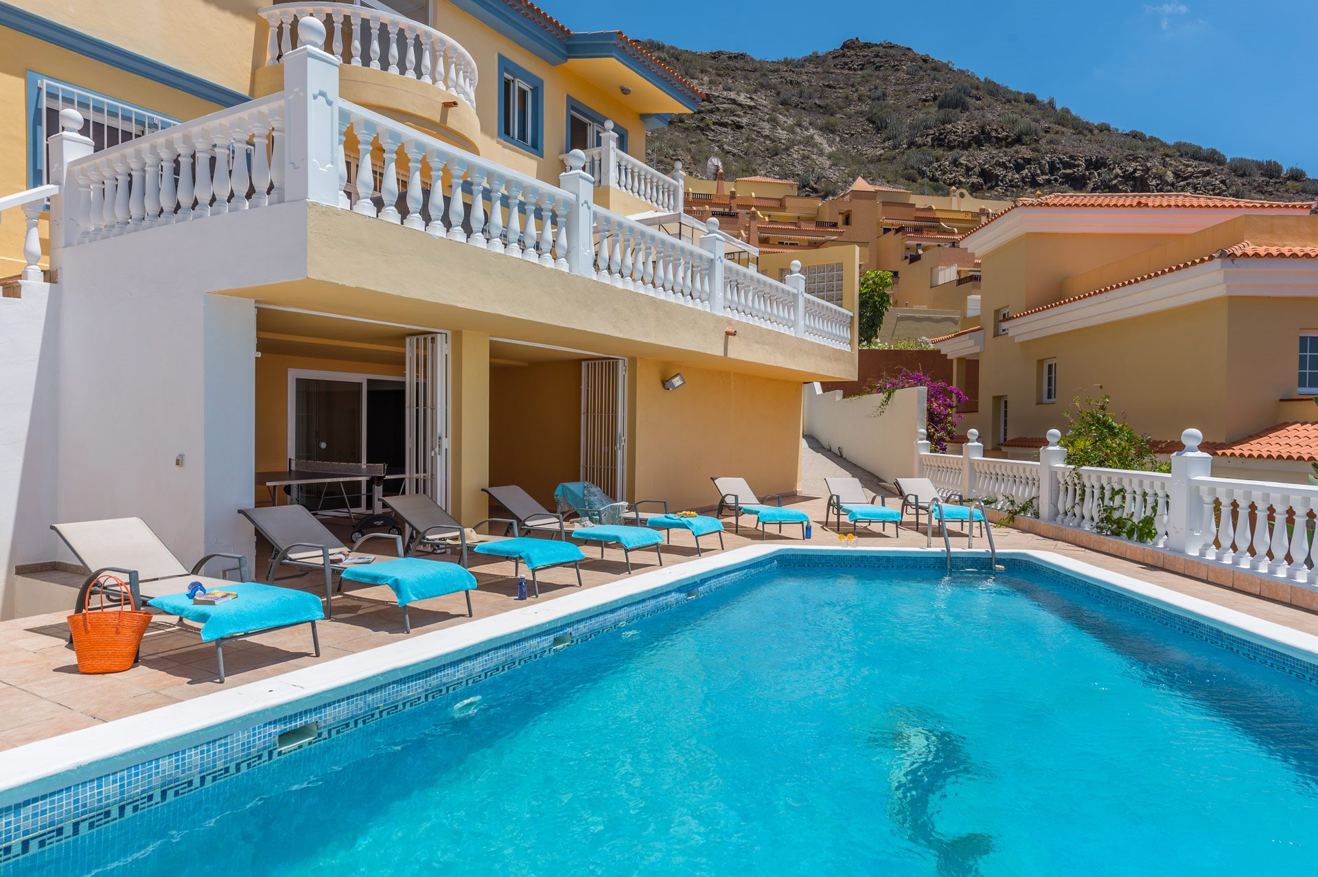 Tenerife | Unique Luxury Villa For Sale | €950.000 with guaranteed rental income of 52.000€ per year(optional)